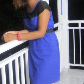 La tendance est aux robes courtes et jupes tubes. Osez les couleurs vives ainsi que toutes sortes de matières.